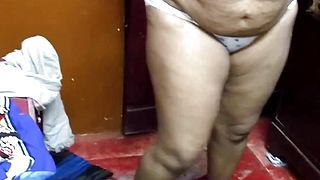 Desi Plump Aunty Flash Her Kinks