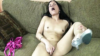 Petite Indian Housewife Naomi Shah Is Using Her Fingers To