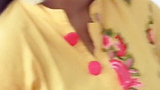 Tamil Cute Wife Big Boobs Cleavage Show(new)
