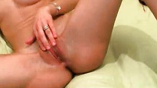 Hot indian girl freting her clit